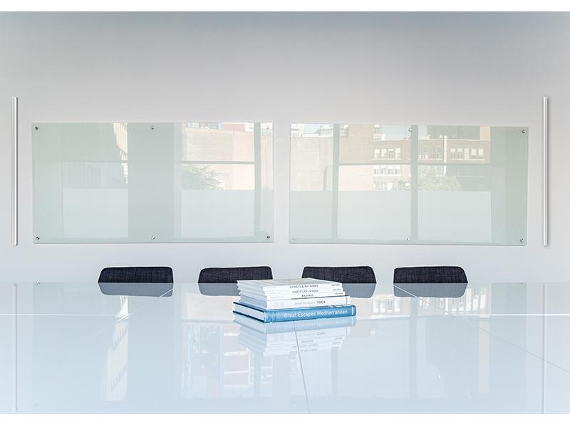 AI-100_meetingroom2