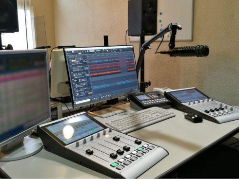 SX2バンドルセットを使用したサテライトスタジオ -エフエムたちかわ様-